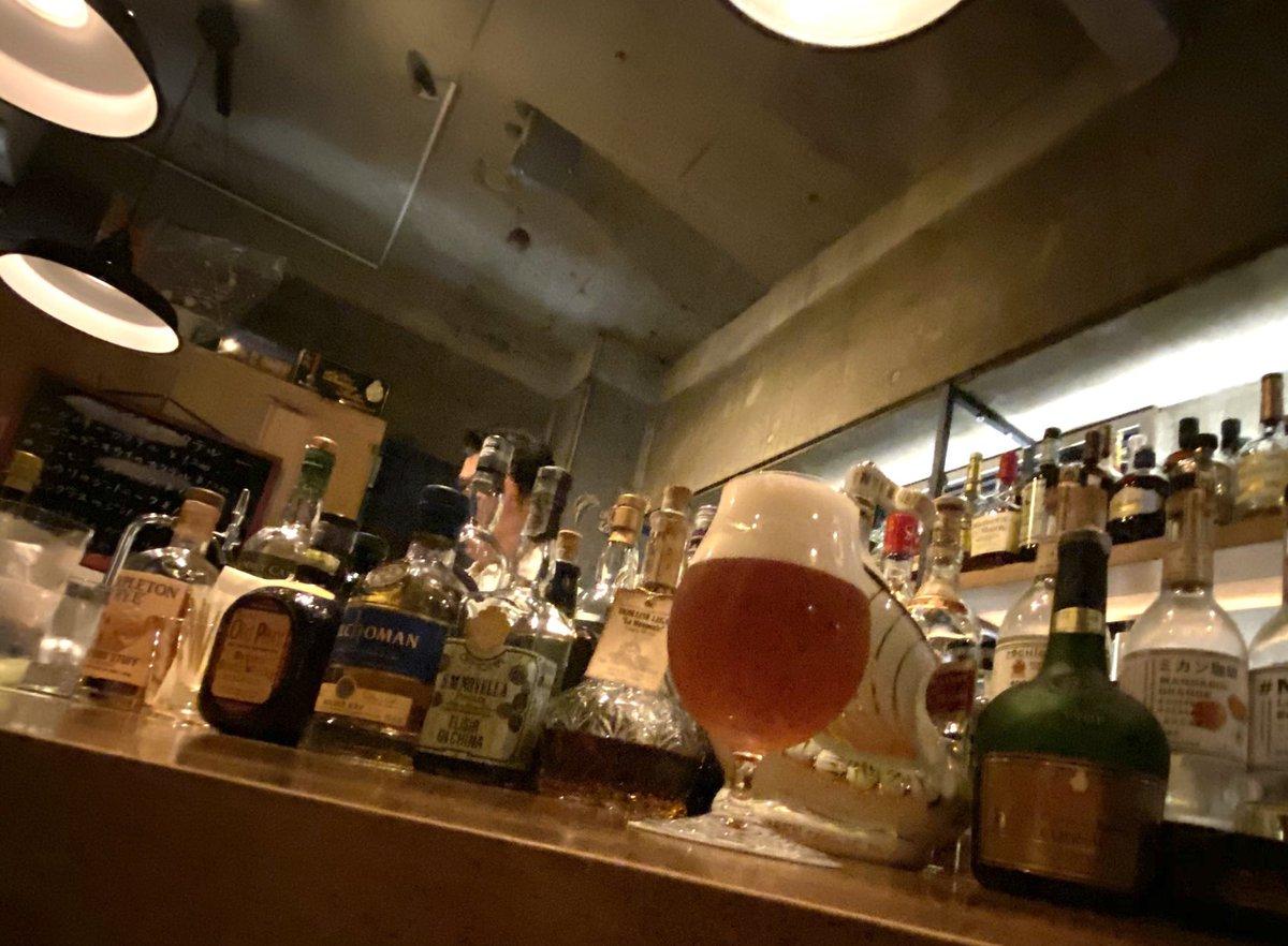やや大久保寄りの西新宿、ワインもウイスキーもいける洒落て粋な酒場が待ち構えていました。wine& whisky BAR W (ダブリュー)でまあるい感じのガージェリーウィート。