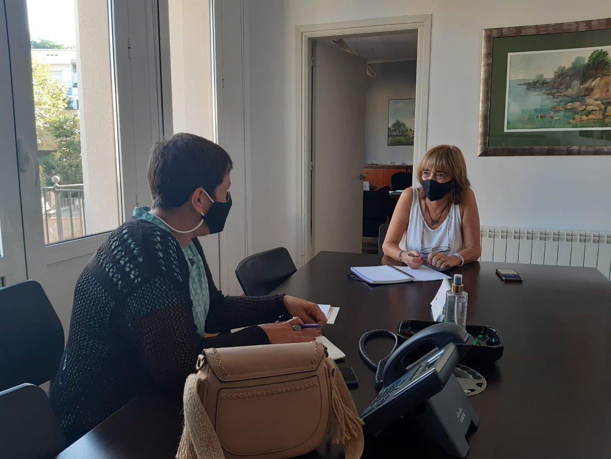 📢 Aquest matí, la Diputada al Parlament de Catalunya i portaveu del grup d'ERC a la Comissió d'Educació, @monicapalacin29, ha visitat l'@ajcabrils per parlar amb l'alcaldessa i Regidora d'Educació, @1968Maite, sobre l'inici del nou curs escolar i d'altres temes municipals. https://t.co/HKIYNHlWov