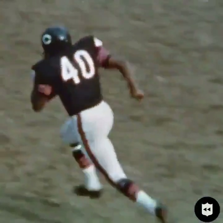 Give me 18 inches of daylight. Thats all I need. One of the greatest to ever play the game. Rest in peace, Gale Sayers. (via @nflthrowback)