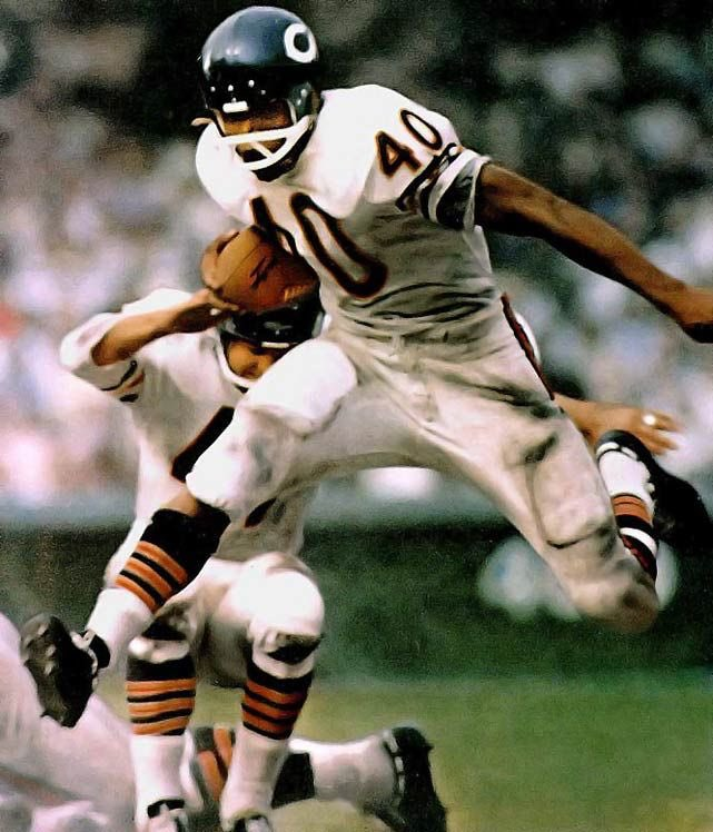 #BREAKING: Hall of Fame @BearsSTH RB Gale Sayers has passed away at the age of 77. #NFL #Bears #DaBears #RIPGaleSayers https://t.co/wAsyHVZRnc
