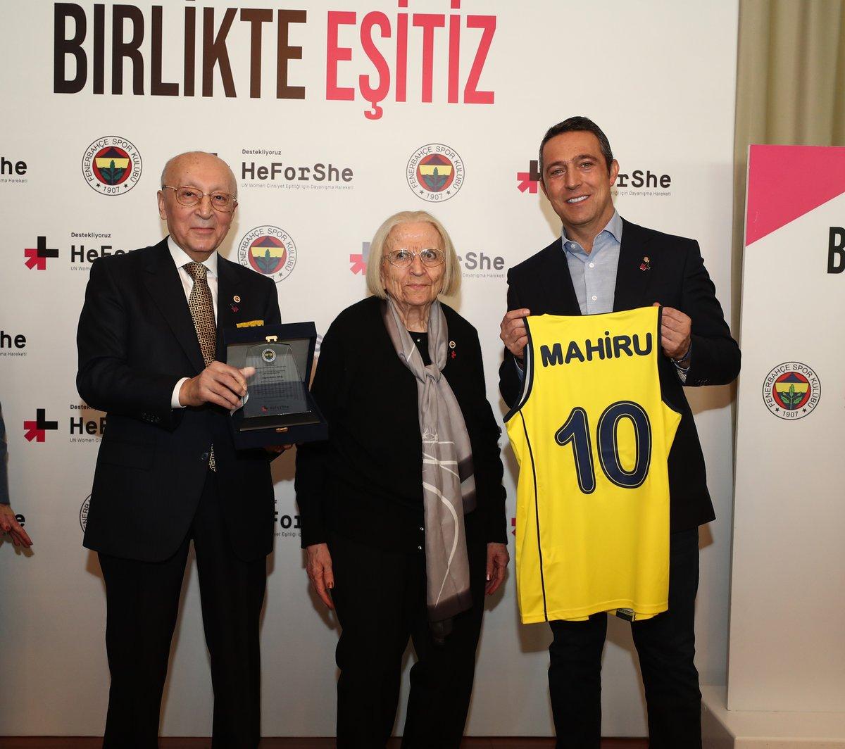Kadın Voleybol ve Basketbol Takımlarımızın eski oyuncusu Mahiru Akdağ'ı kaybettiğimizi derin bir üzüntüyle öğrendik.   Atamızın izindeki Fenerbahçe'mizin çatısı altında binlerce kız çocuğuna örnek olmuş Mahiru Akdağ'a Allah'tan rahmet, camiamıza başsağlığı dileriz. https://t.co/O4QvlyRPEf