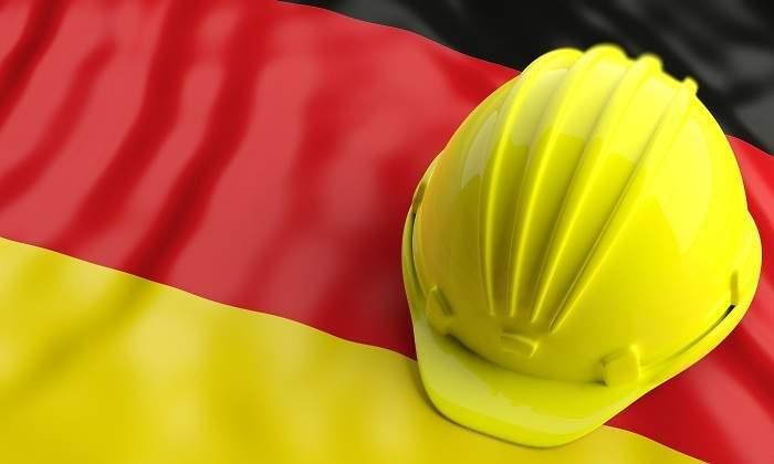 Alemania abre el debate de reducir la semana laboral a 4 días de #trabajo para proteger el #empleo. Existen dudas sobre su aplicación y su repercusión en los salarios   #agilehr #futureofwork #liderazgo #talento #productividad #digitalizacion #rrhh  Link: https://t.co/9FPlv4po9d https://t.co/hqlPMhdnay