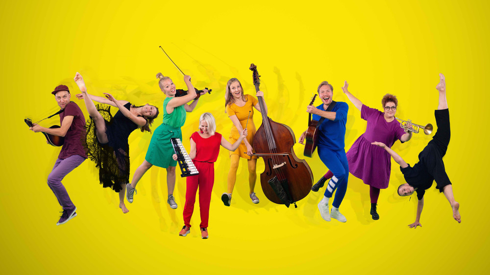 """Takapihan uudet leikit taipuvat lavalla tanssiksi ja lauluksi. Pikku Papun Orkesteri ja Satu Tuomisto Projektin yhteisteos """"Tanssiva takapiha"""" nähdään Espoon Kulttuurikeskuksessa 4.10.2020. #tiedote #lastenkulttuuri #konsertti https://t.co/N5HPqGmvKs https://t.co/xbdBSLQvEW"""