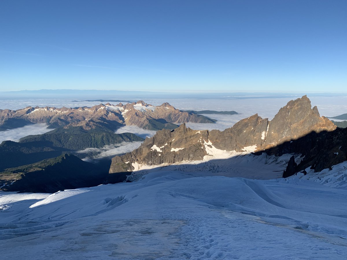 Mt Baker from a few weeks ago. After this trip, holy moly do I enthusiastically recommend @blackbirdguides for teaching mountaineering. Talk about patience and knowledge and enthusiasm and skills and encouragement in one package.