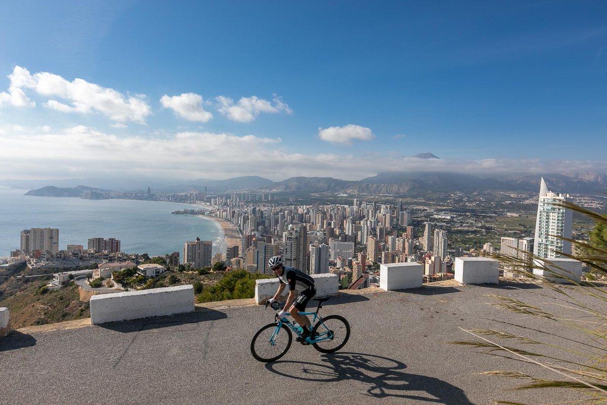 """Compartimos este artículo brillante y muy completo de la revista especializada en #ciclismo 🚴♀️ @ZikloTeam Historia, turismo y mucha mucha bici se unen para hacer de la """"Nueva York"""" del Mediterráneo tú próximo stage💪 https://t.co/eYaTJW65pB 📸 @ZikloTeam  #Benidorm #Deporte #bici https://t.co/m9BRDjv1AZ"""