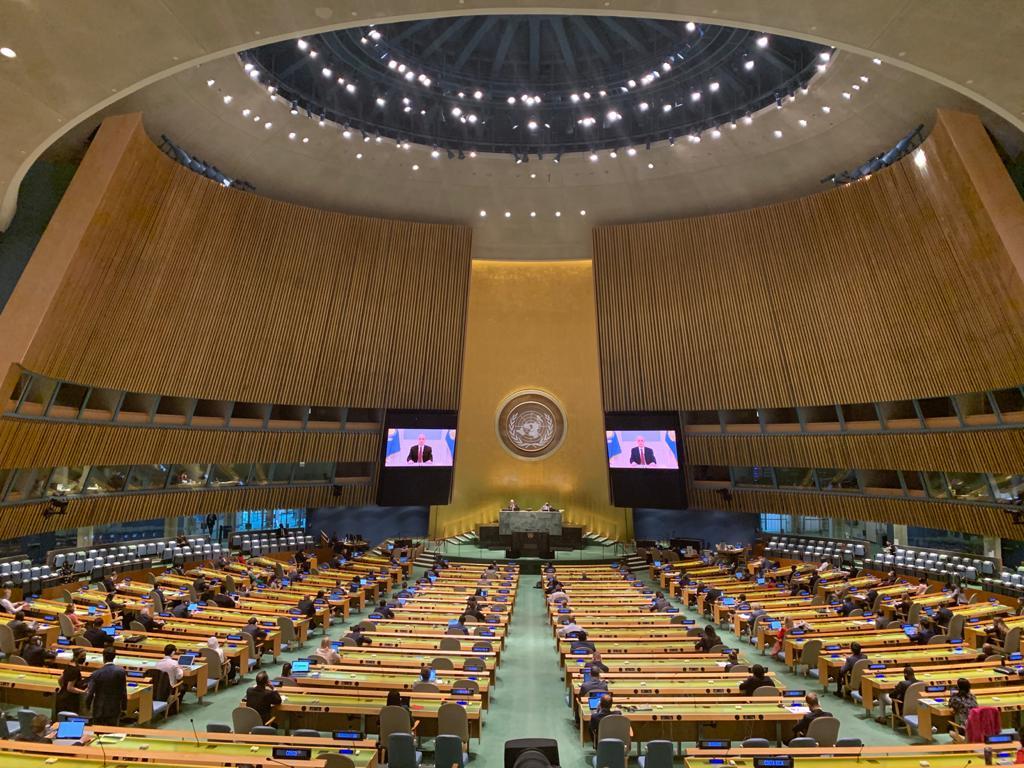 Continúa el Debate General de las Naciones Unidas #UN75 .   📌 En la tarde de hoy (2 p.m. hora de Ecuador) se transmitirá la intervención del Señor Presidente 🇪🇨, @Lenin Moreno.   📺 https://t.co/gEl6J8KQEG  #Multilateralismo fuerte y solidario. https://t.co/FlFS1IANyr