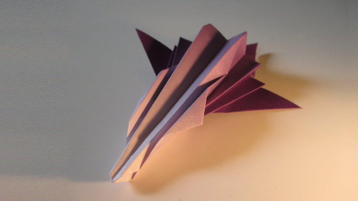 聖書《 イエスは彼らに言われた。「あなたがたは、わたしをだれだと言いますか。」シモン・ペテロが答えた。「あなたは生ける神の子キリストです。」 マタイ16:15.16》 #origami  #折り紙 #おりがみ飛行機 #折紙 #アート #折り紙作品  #架空機 #創作 #art  #紙飛行機  #paperplanes #聖句 作品紹介! https://t.co/8pczpDeHUZ