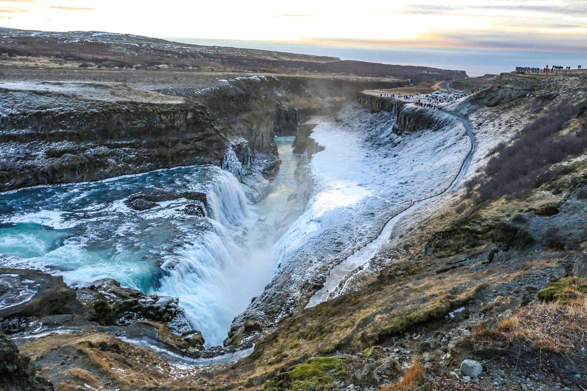 【もう一度行きたい国】#アイスランド は #オーロラ #ブルーラグーン #氷山 だけじゃない! 巨大な滝などの素晴らしい大自然がたくさん🙊 何日あっても足りないくらい名所が多い。  #海外旅行 #北欧旅行 #アイスランド旅行 #グトルフォス #絶景 #旅 #旅行 #バックパッカー  https://t.co/9MAOtq2iN1 https://t.co/fuIvJzNCcP