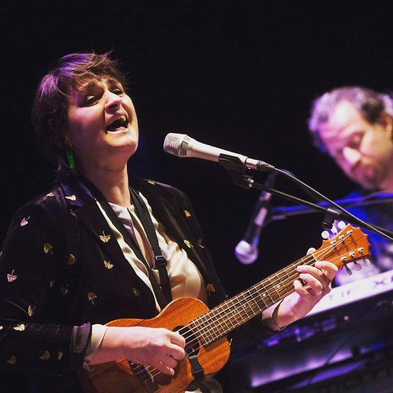 @MadeleinePeyroux is a jazz musician who was born in #Athens, GA & grew up in the streets of Paris. This #songbird has a voice full of soul and a passion for music. 😍 🎙️ @mpeyrouxmusic https://t.co/VLnIMjrraI #WCW #womancrushwednesday #music #jazzmusic #jazz #singer #songwriter https://t.co/wbeBXFz93S