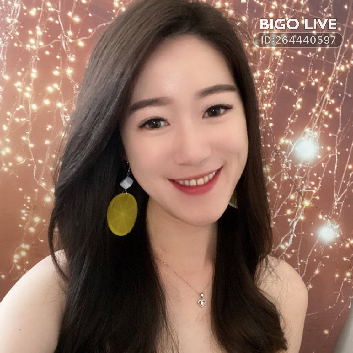 Come and see 守娜❤️美好的九月🙆🏻♀️'s LIVE in #BIGOLIVE: #music 想我吗?😆😆   https://t.co/i3uz29At2S https://t.co/JUyyQRiqTa