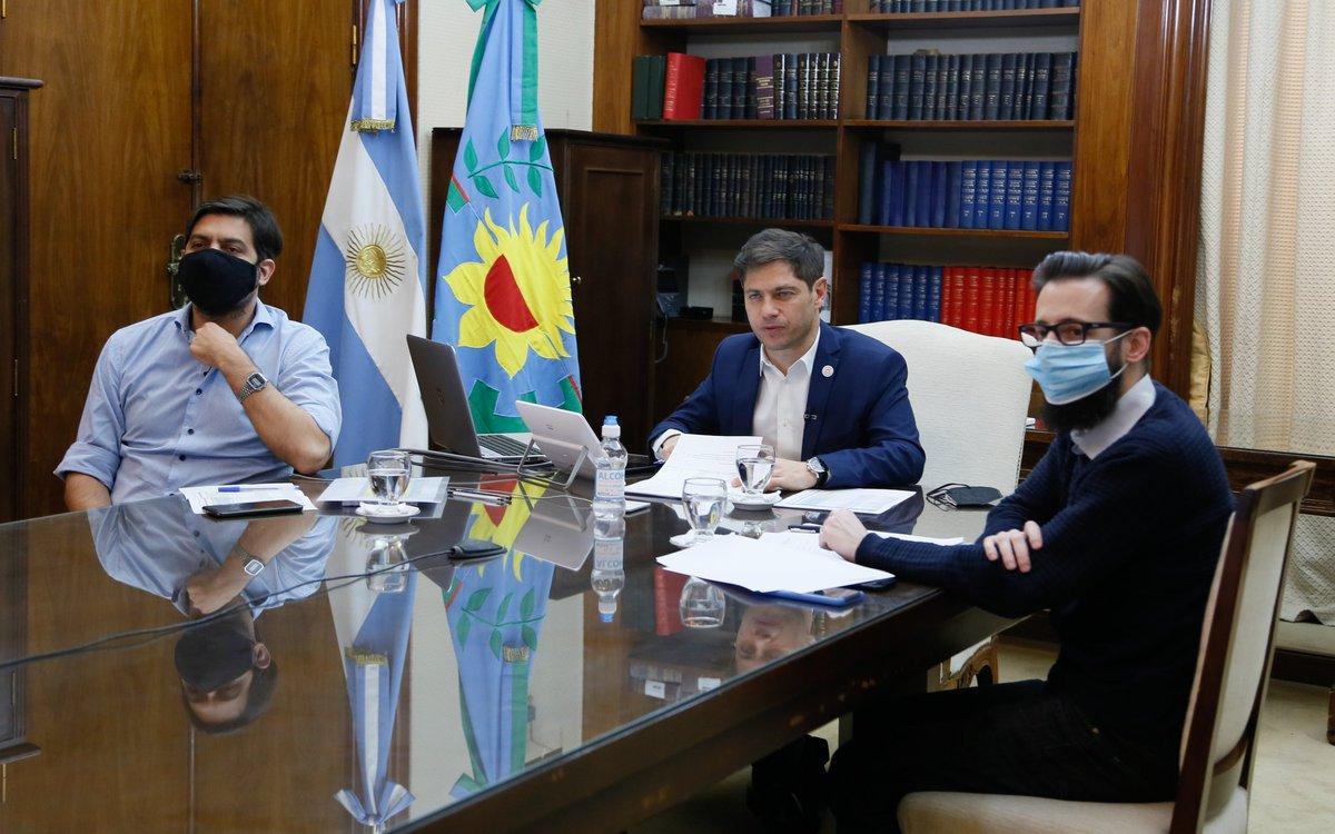 El jefe de Gabinete @Carli_Bianco acompañó al gobernador @Kicillofok y al ministro de @MInfraPBA @agussimone durante la firma de convenios para la ejecución de 60 obras de infraestructura en 44 municipios.  #ProvinciaEnMarcha https://t.co/ThPvqx6cF1