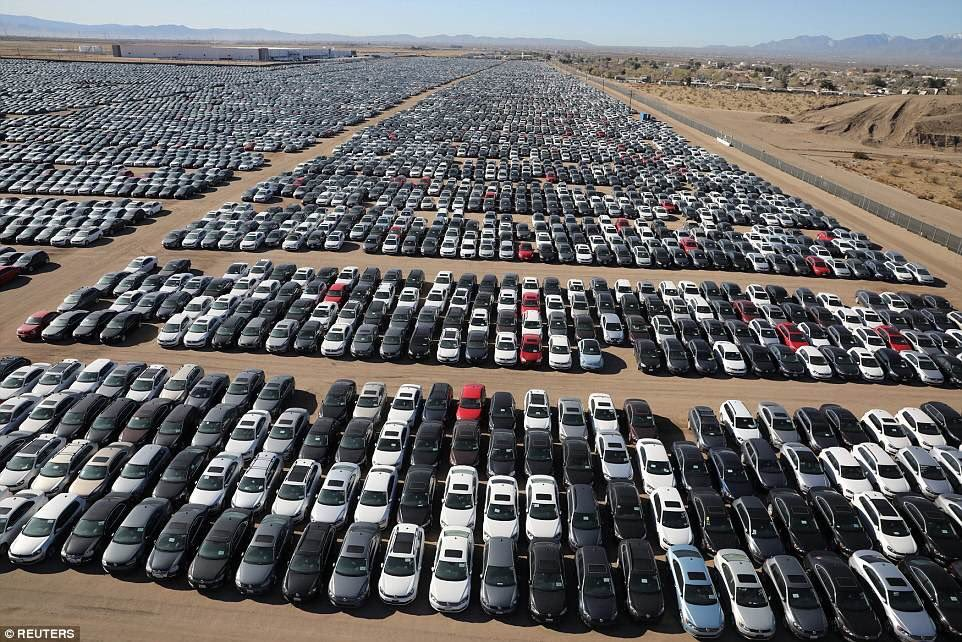 VW holds even bigger Battery Day Event!   Oh wait . . . that's when they had to park all their cars in the desert for cheating emissions.  😂  @28delayslater @WholeMarsBlog @SawyerMerritt @Kristennetten https://t.co/EgBphQcArD