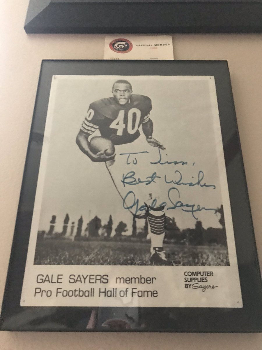 I met Gayle Sayers @ChicagoBears when I was 10. He was very friendly, which made me want to learn more about him. Gayle retired 12 years before. As he did in the NFL, he left a positive lasting impression with me in a very short time. Rest In Peace, Comet...#NFL #BearDown #Comet https://t.co/LeCLjxOPrJ