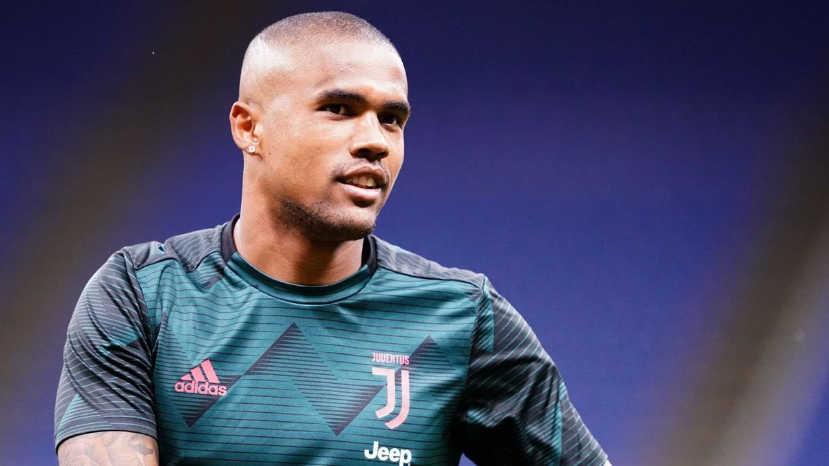 """Douglas Costa could make a """"Shock Move"""" to Wolves 🐺 from juventus. https://t.co/nwg89qOZWY"""