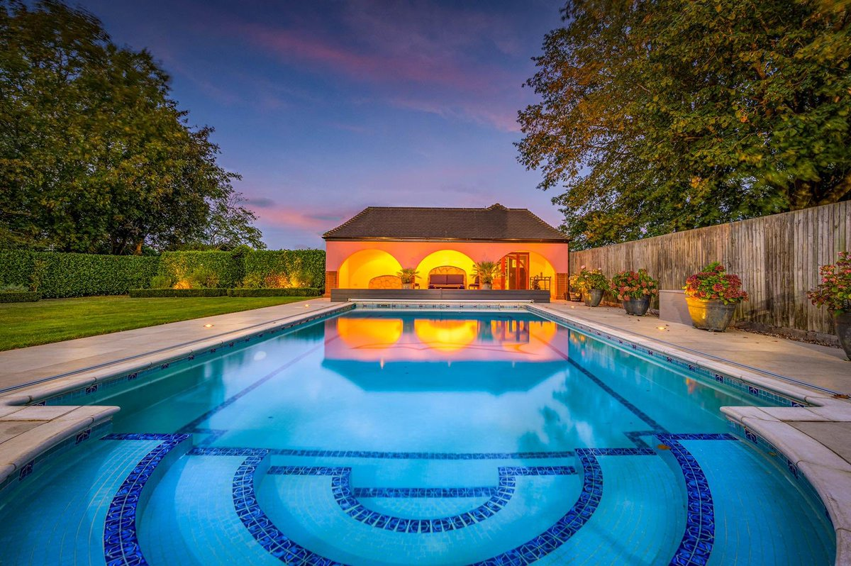 Another gem is about to come on the market...  A substantial property with outdoor #swimmingpool and #Mediterraneanstyle veranda with a bar. Isn't it inviting? Keep following us as it will be launched soon! 🤩 #fineandcountry #comingsoon #justlikebeingonholiday #cambridgeshire https://t.co/uc74421AGG