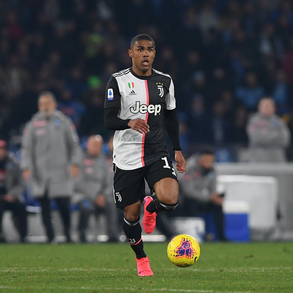 After signing Nelson Semedo from Barcelona, Wolves are now set to sign Juventus winger Douglas Costa to replace Diogo Jota, according to Tuttosport 👀 https://t.co/ySoElChj4m