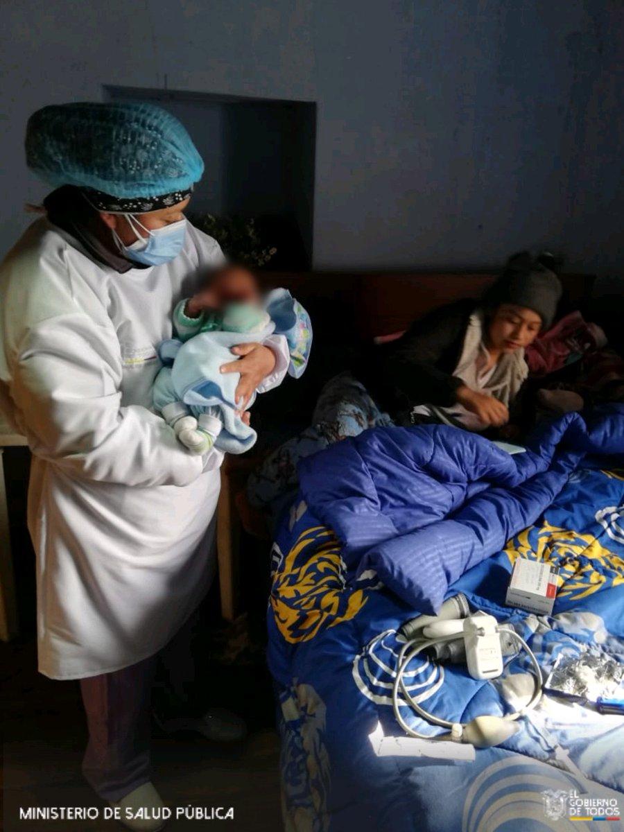 #Latacunga| Porque los cuidados son importantes después del parto para la madre y el hijo, el personal del Centro de Salud Belisario Quevedo realiza visitas domiciliarias para ofrecer atención médica integral para garantizar el bienestar de la familia. #ActivadosPorLaSalud https://t.co/EsQJje0H60