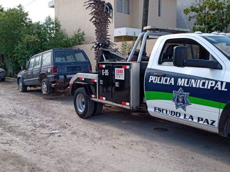 #Movilidad | 🚗🚓 Ciudadanos no respetan aceras y dejan vehículos obstruyendo el paso  Los operativos Deschatarriza Tu Colonia y Banqueta Libre, a retirado a 109 vehículos en 21 colonias  💻 https://t.co/EH5M3DlZG9  Nota completa: https://t.co/ZlbyXfM3w1 https://t.co/TRxfsCt0od