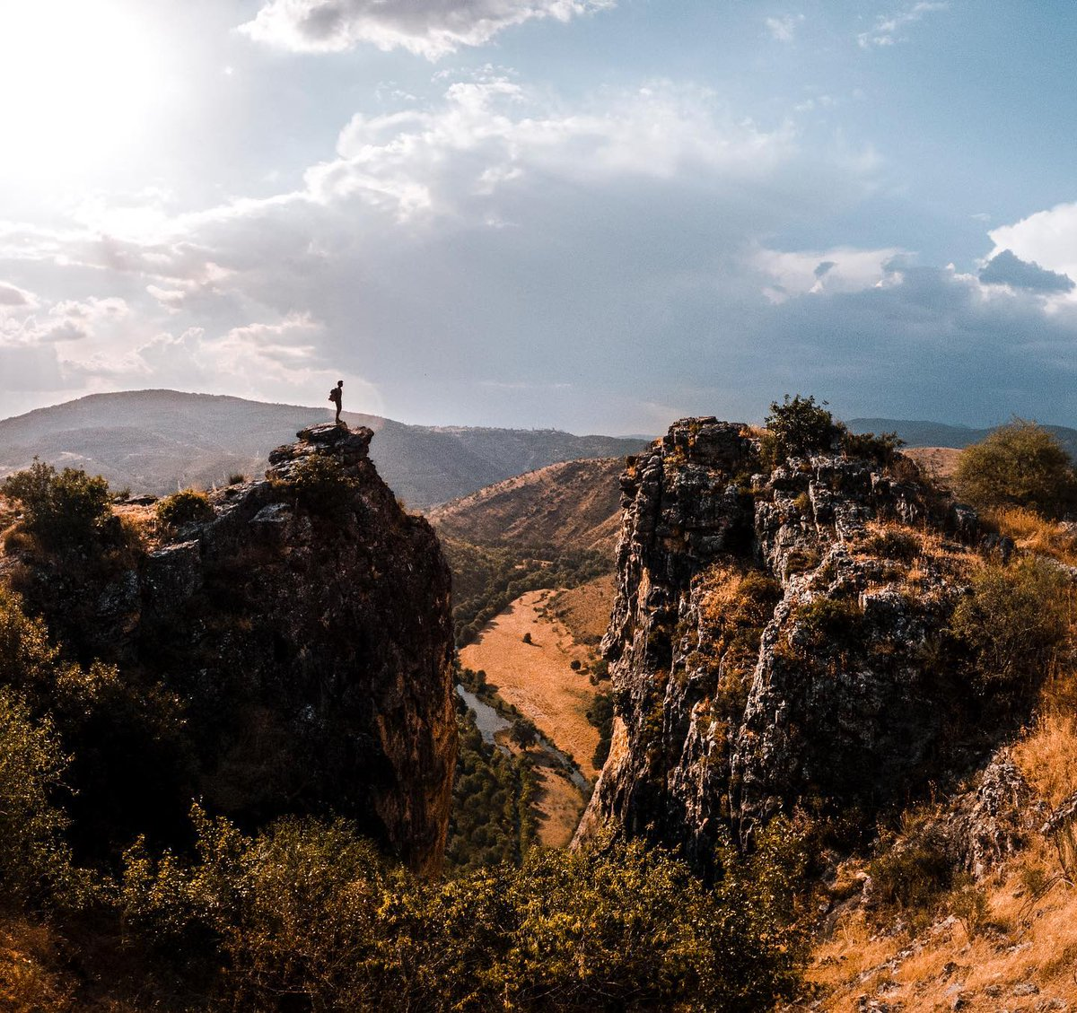 Living life on the edge, in search of what the future holds. Madrid Spain 📸🧡Carlos  @the_world_with_u (Instagram)   #nubear #nugrip #gopro #goprohero9 #gopromax #dji #djiglobal  #gadget #indiegogo #photooftheday #techlover #photography #traveling #adventure #goexplore https://t.co/X9TW5rKlVl