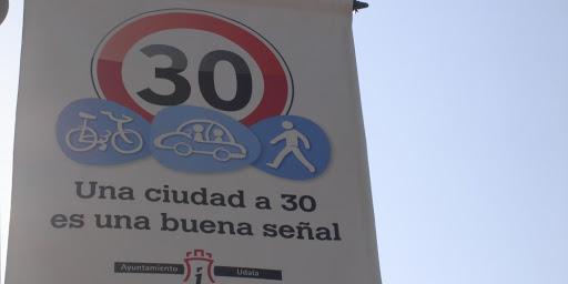 5️⃣ Capítulo de las acciones puestas en marcha por el Ayuntamiento de #Irun para favorecer la #movilidad #sostenible.  🛑 IRUN, una Ciudad a 30, es una buena señal. 30 hiria seinale ona da. https://t.co/vyd1AuM9Pq