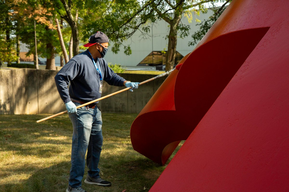 "The arrow sculpture on campus, ""On the Go,"" got a fresh coat of red paint this morning. Thanks for keeping our campus looking beautiful, Paul! https://t.co/ND8irUD4oE"