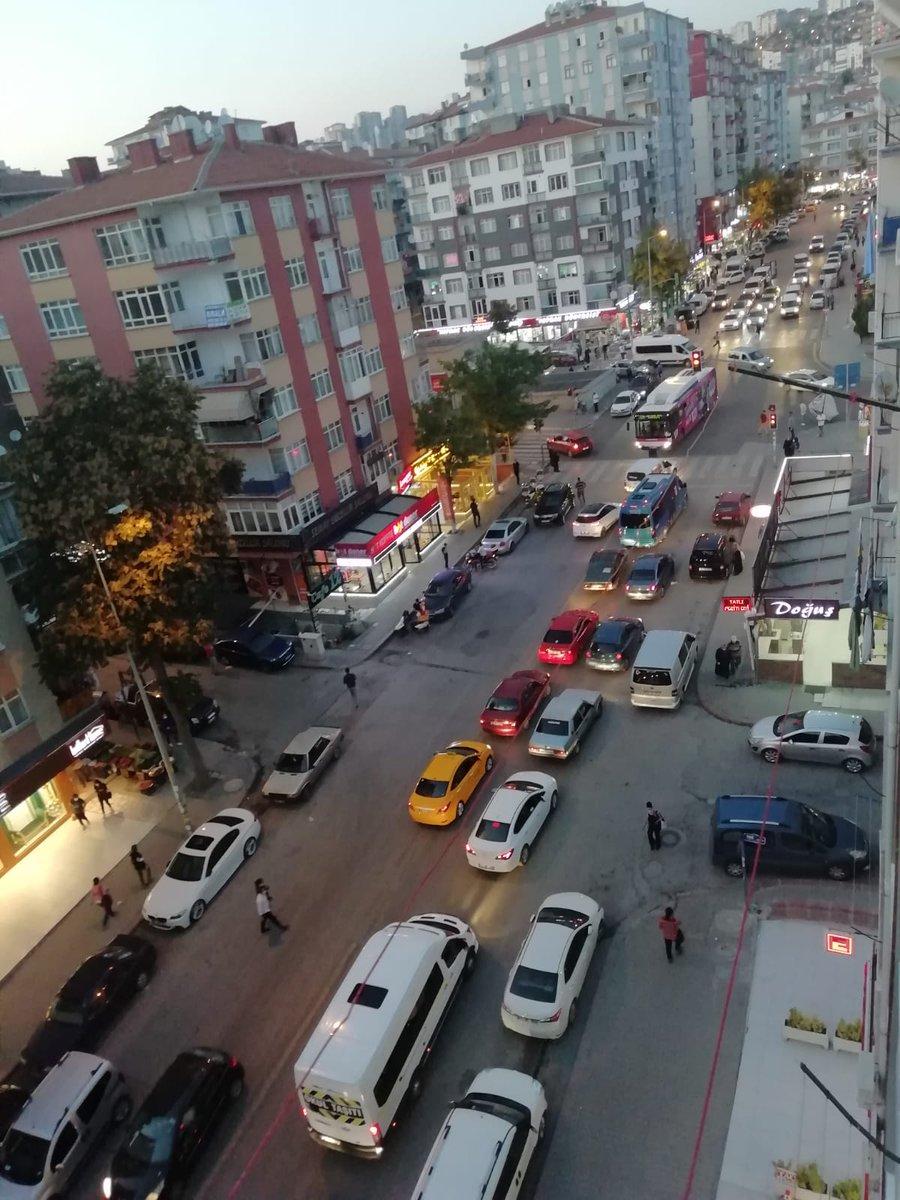 DEMETEVLER HASTANE METROSU DURAĞI YOĞUN!  Ayrıntılar 88.4 frekansında...  #Ankara #çarşamba #trafik #yoldurumu #kaza #araçarızası https://t.co/GoODySHN5R