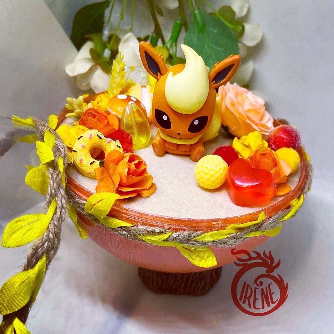 #Flareon! Awesome fiery #eeveelution. I really liked the classic anime episode about 3 #eevee brothers with their absolutely crazy hairstyles. And, revising that episode, I got inspired to make this terrariums. This baby is looking for its owner in my store. Come in! #anipoke https://t.co/1rZgQ7kbog