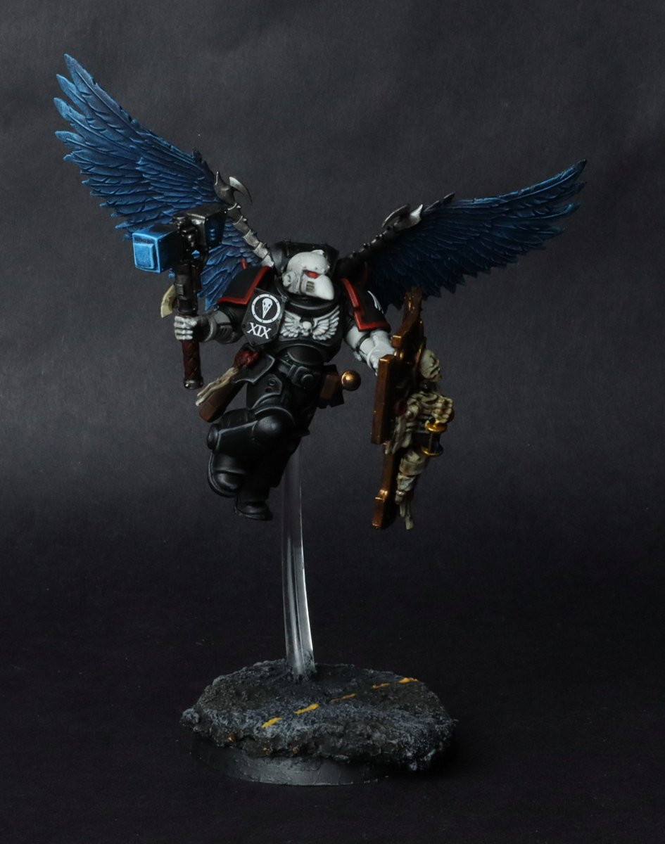 Finished my raven gaurd smash captain commision. Really happy with how he turned out. Table top standard. Including build time 5 hours. Pretty happy with the results. #WarhammerCommunity #PaintingWarhammer #SMASH https://t.co/Y4spS4YeZS
