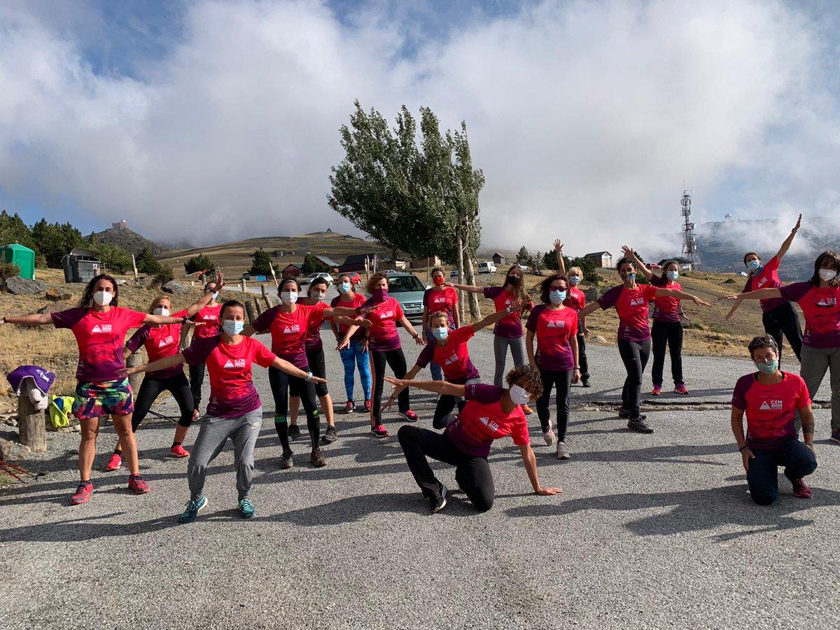 Éxito del IV Encuentro de corredoras de montaña 🏃♀️⛰️, organizado por la @fedme_es en Sierra Nevada. Dos días llenos de actividades, como charlas sobre Seguridad en Montaña, talleres de ejercicios funcionales o entrenos en altura en la Laguna de las Yeguas y hacia el Veleta. https://t.co/SFDXorQeIj