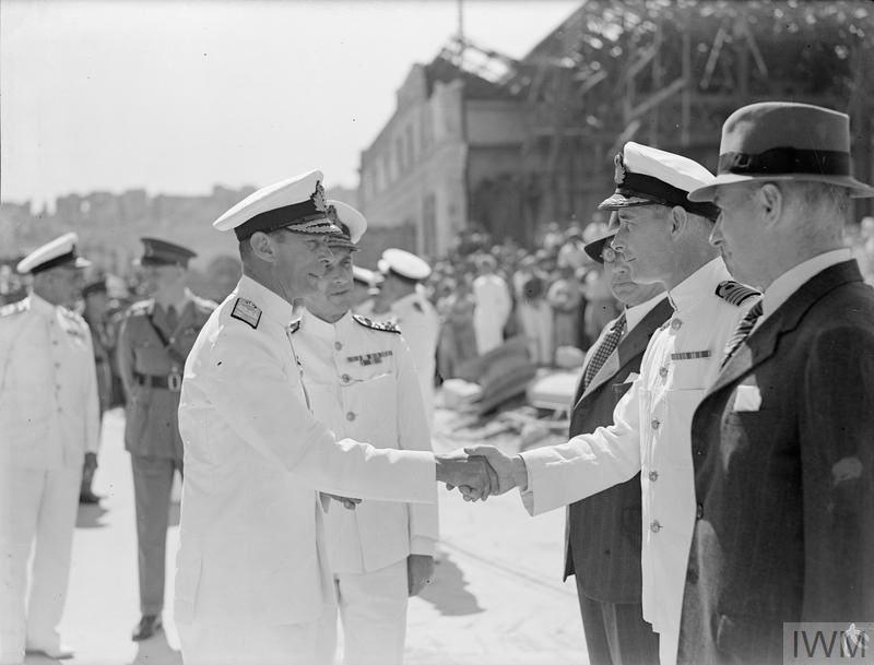 """The George Cross was awarded collectively to Malta in 1942, following hundreds of air raids. In a letter to the Governor, The King said the award was """"to bear witness to a heroism and devotion that will long be famous in history."""" 📷 King George VI visits Malta, 1943"""