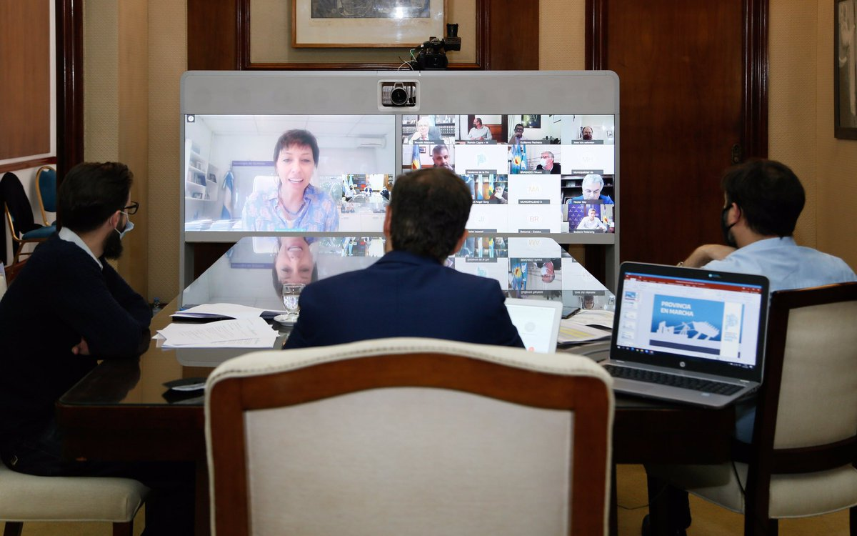 El gobernador @Kicillofok, el ministro de Infraestructura @agussimone y el jefe de Gabinete @Carli_Bianco firmaron convenios para realizar 60 nuevas obras en 44 municipios bonaerenses. https://t.co/FFcgb8MVo2