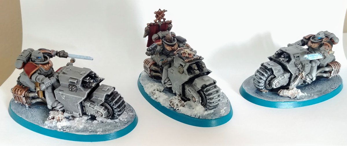 Space Wolves Outriders done. #PaintingWarhammer #wh40k https://t.co/tvKwfeIiQI