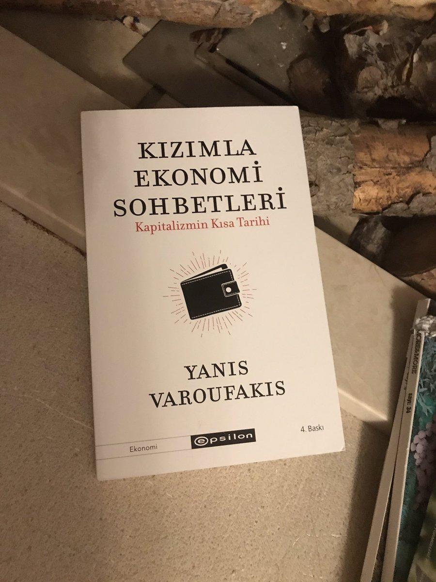 """""""Değişim ve çözüm ancak geniş kitlelerin ekonomiyi anlaması ve demokrasi çerçevesinde mücadelesiyle mümkün.""""  @erkinsahinoz_a tavsiye ediyor.  👇 KIZIMLA EKONOMİ SOHBETLERİ   -YANIS VAROUFAKIS https://t.co/Mx9V0iwaNf"""