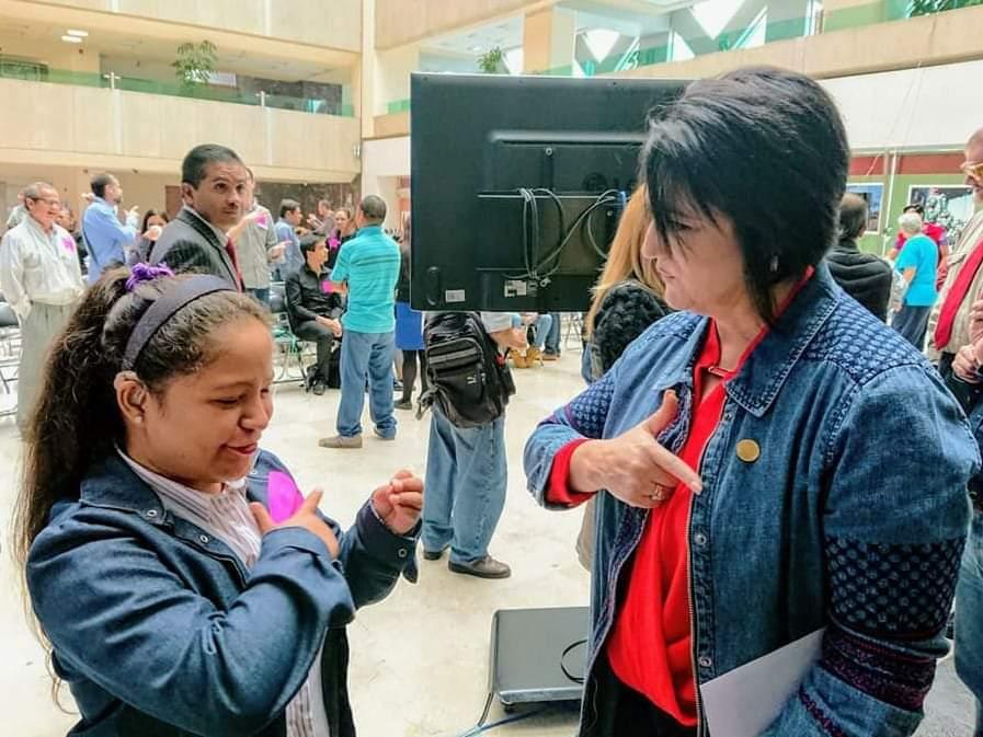 #DíaInternacionalDeLaLenguaDeSeñas 🦻 🙌  La lengua de señas es otra forma de comunicación. En México contamos con la Lengua de Señas Mexicana (LSM).  Empatizar con las personas sordas favorece su inclusión social y a conocer otras historias de vida y sueños.  @DiputadosPTLXIV https://t.co/cV4d75MgxD