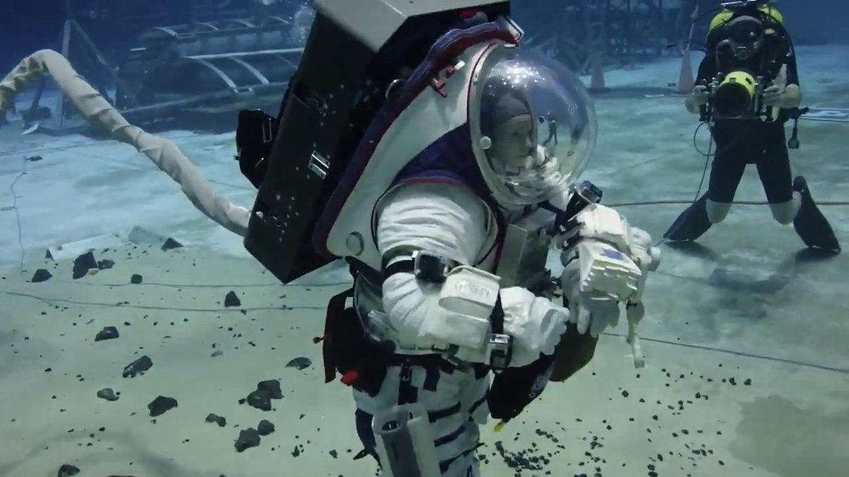 Were testing tools & developing training for lunar surface operations & moonwalks @NASA_Astronauts will conduct on Artemis missions. 🌙 This Friday, watch live as we speak with the astronauts training underwater! Submit your Qs with hashtag #AskNASA, & stay tuned for details.
