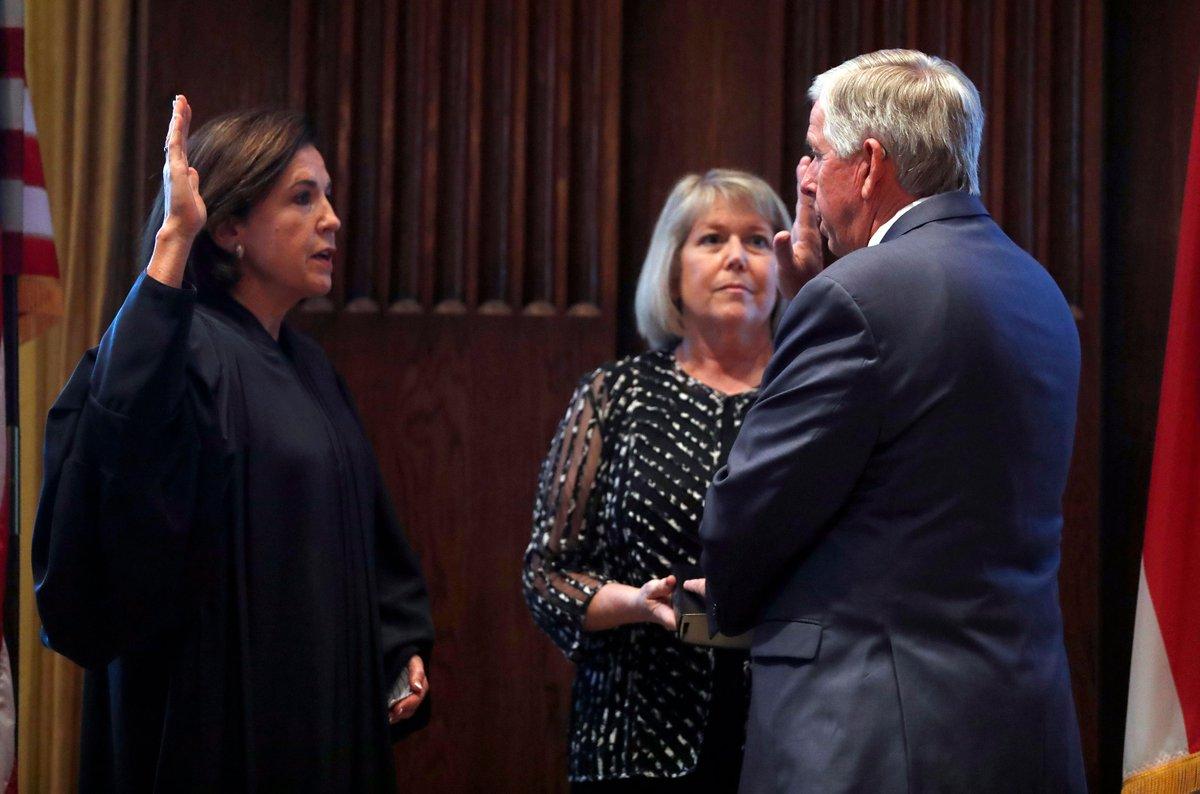 Teresa Parson, wife of Missouri Gov. Mike Parson, has tested positive for Covid-19 https://t.co/QnJvBIbXj1 https://t.co/ywkjkJlpw2