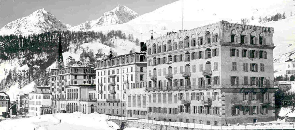 Hättet ihr es gewusst: Im Sommer 1879 erstrahlen im Speisesaal des @Kulm_Hotel in @EngadinStMoritz elektrische Kohlbogenlampen. Es ist das erste Mal, dass in der Schweiz elektrisches Licht brennt. #wisdomwednesday https://t.co/i735PxI9Bg