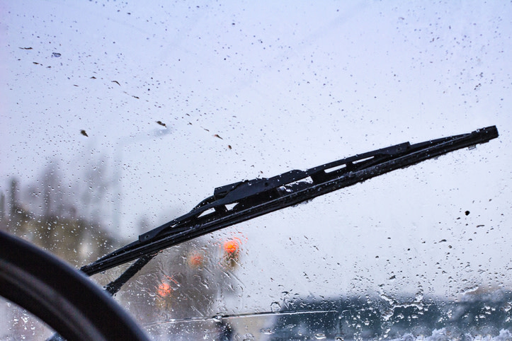 #ServiceTip: Check your windshield wipers! Damaged wipers can cause reduced visibility when in rain or snow and lead to dangerous situations.   Schedule an appointment at one of our service locations: https://t.co/VuFhfLRID0 #CarService #AuctionDirect https://t.co/oeezYurg8W