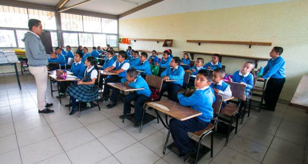 #Querétaro Querétaro prepara su regreso a clases cuando llegue a semáforo verde  Querétaro se empieza a preparar para el regreso a clases en los tres niveles educativos, pero hasta que pase a color verde del semáforo epidémico 👉 https://t.co/AnHg2mM5Z0 https://t.co/U6j6qWIe8O