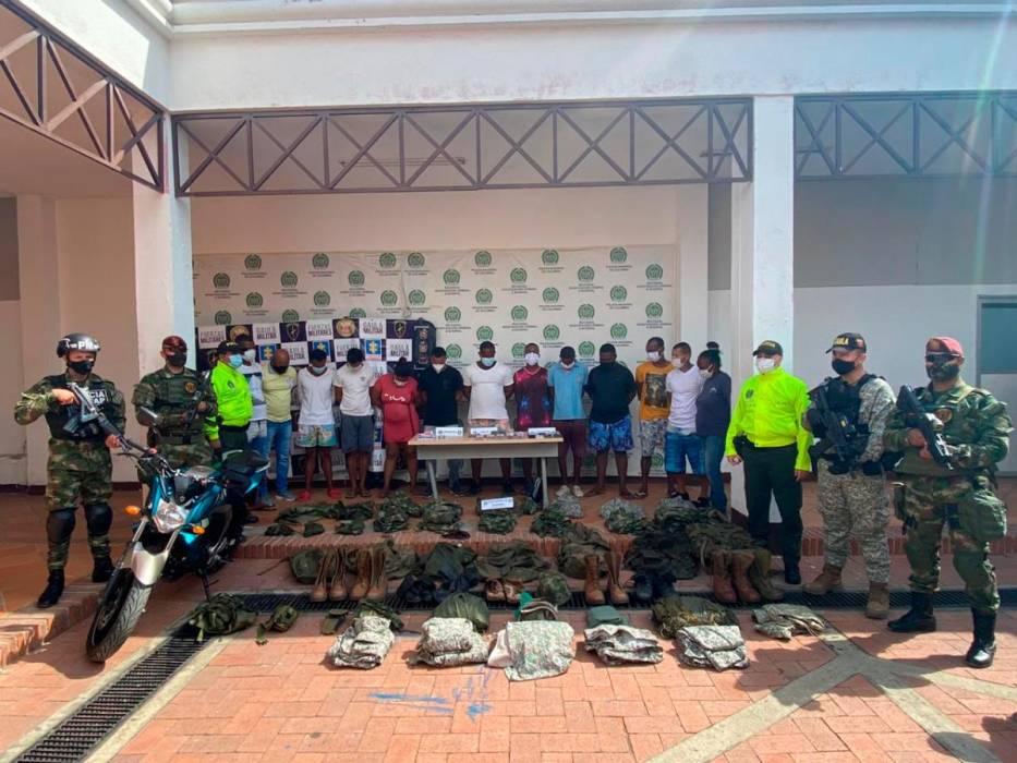 #Colombia   Sorprenden a delincuentes con estupefacientes listos para vender en playas de Cartagena durante reactivación.  Los detalles de esta noticia aquí: https://t.co/dVFXWZ3O80 https://t.co/66EyLQyU1Z