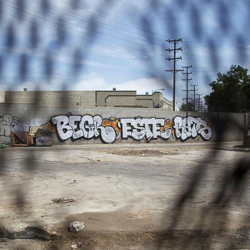 You already know who..  BEGR ESTE RETS  📷@chasingpaint  #graffiti #graff #begr #este #rets #instagraffiti #graffitiletters #graffitibombing #lagraffiti https://t.co/bKOsVdGB23 | https://t.co/eNRnQkDgRP