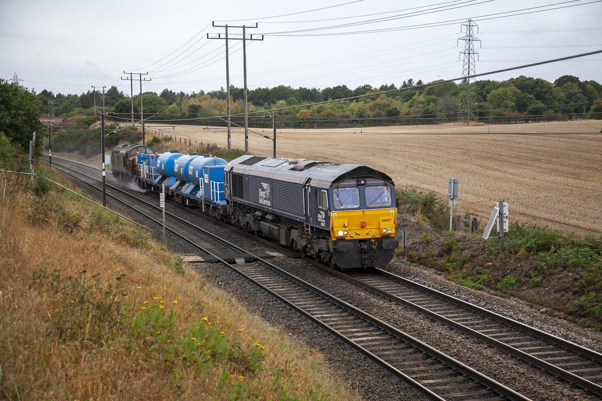 DRS Class 66/4 No.66427 descends Belstead Bank on the outskirts of Ipswich leading 3S60 09:00 Stowmarket-Stowmarket RHTT Test run on 23rd September 2020..DRS Class 37/7 No.37716 on the rear.#RHTT #Class66 #DRS https://t.co/PKKN8hhOre