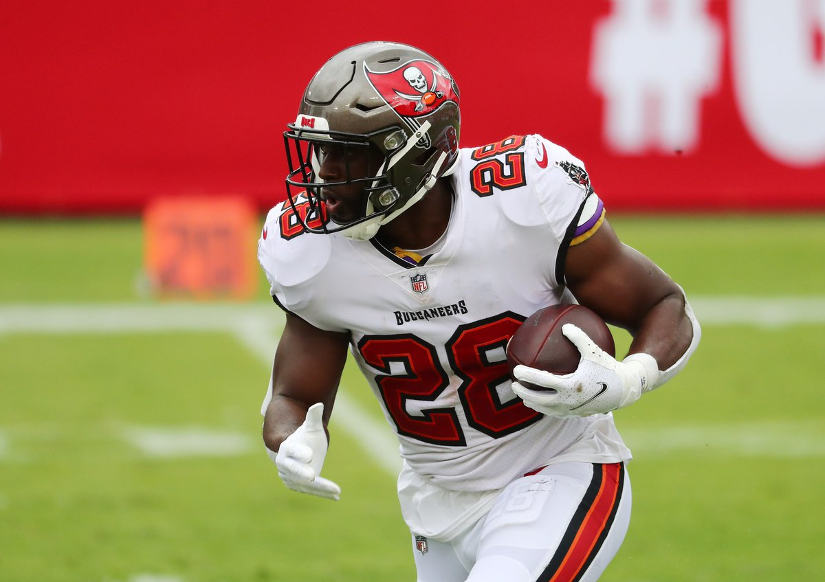 """Bruce Arians - """"Ronald Jones is our guy"""" Me - I don't believe.  The score is even so far as Fournette, not Jones led the Bucs backfield in Week 2. I discussed this backfield & other interesting situations in the #NFL on Snap Counts From Week 2.   https://t.co/Yi134NKnuz https://t.co/fnkZW1cvLy"""