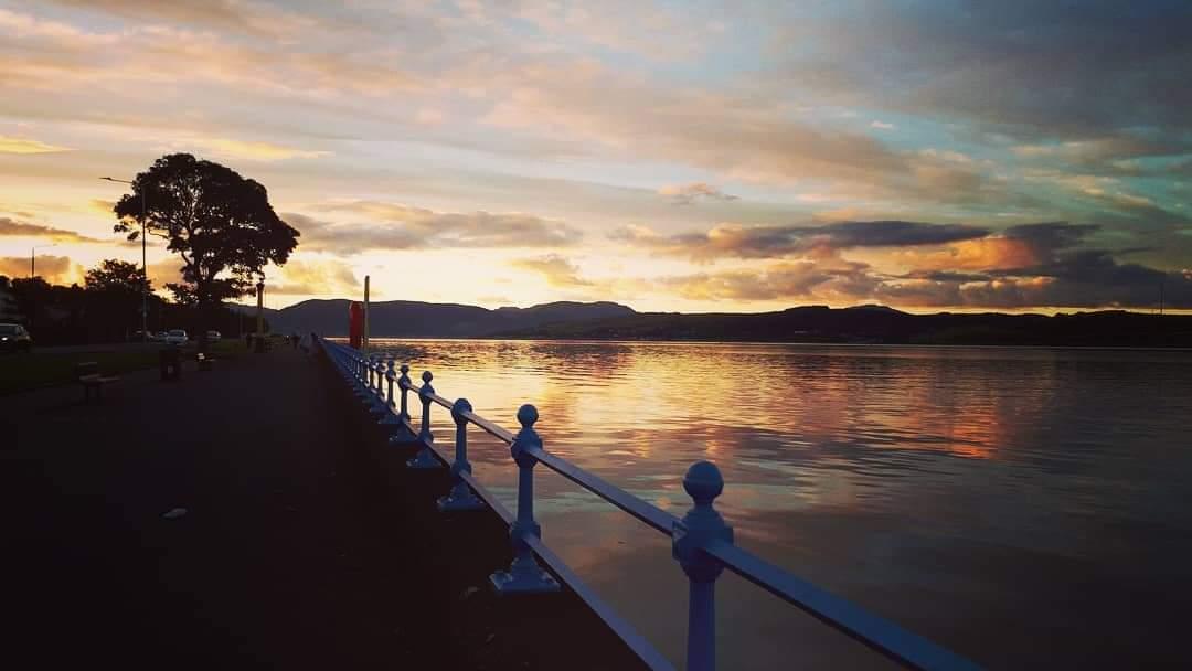 Autumn nights 😍😍 #autumn #night #walk #sunset #sunsetphotography #photography #waterfront #scotland #calm #cold #crisp #DiscoverInverclyde #discoverscotland #VisitScotland  @discinverclyde @tours_scotland @VisitScotland @greenocktele https://t.co/L40btM1lme