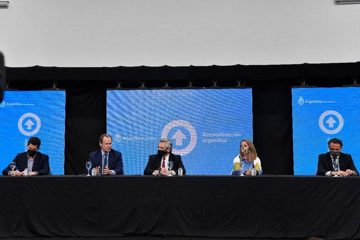 La inversión en obra pública es una prioridad de este gobierno. Vinimos a dar trabajo y a impulsar el crecimiento de toda la Argentina  En Entre Ríos, con @alferdez, @wadodecorrido y @bordet anunciamos nuevas obras y la continuidad de otras como el Acceso a Paraná y la Ruta 18. https://t.co/0njfvXeuXz