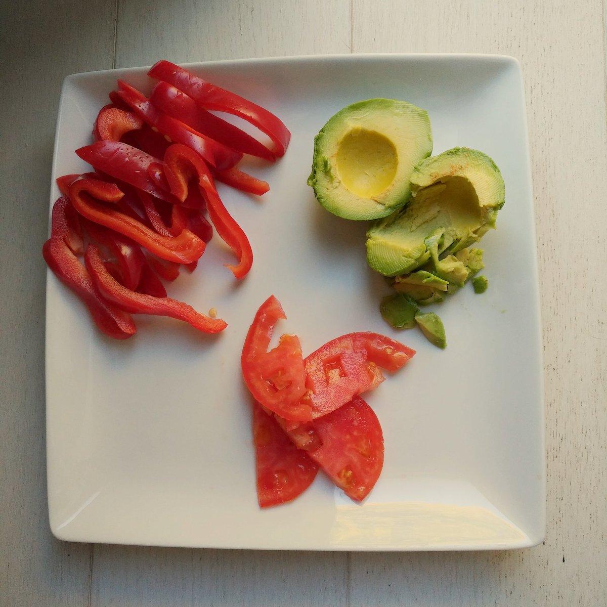 #fresh #redpepper #avocado #tomato (toppings for #organicshrimp #taco #dinner #dinnerathome) https://t.co/uHVEwfS2YD