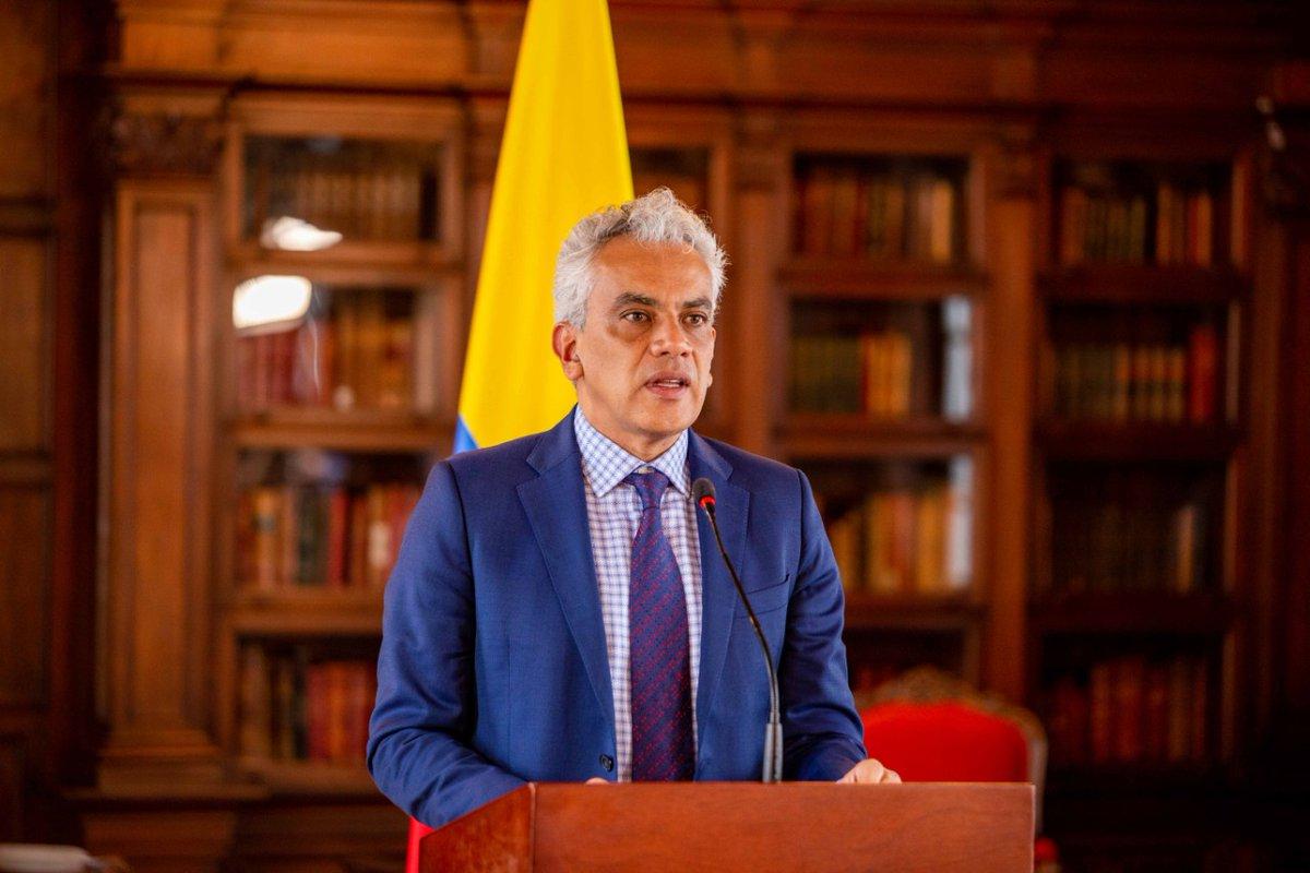 Los invitamos a leer la columna de opinión de @MinAmbienteCo Ricardo Lozano sobre la participación de Colombia en la Asamblea General de la @ONU_es y a conocer cuáles son las soluciones basadas en la naturaleza para la reactivación del país. 👉https://t.co/mycQCRlFhV #ONU75 #UNGA https://t.co/njfD6QW4Kb
