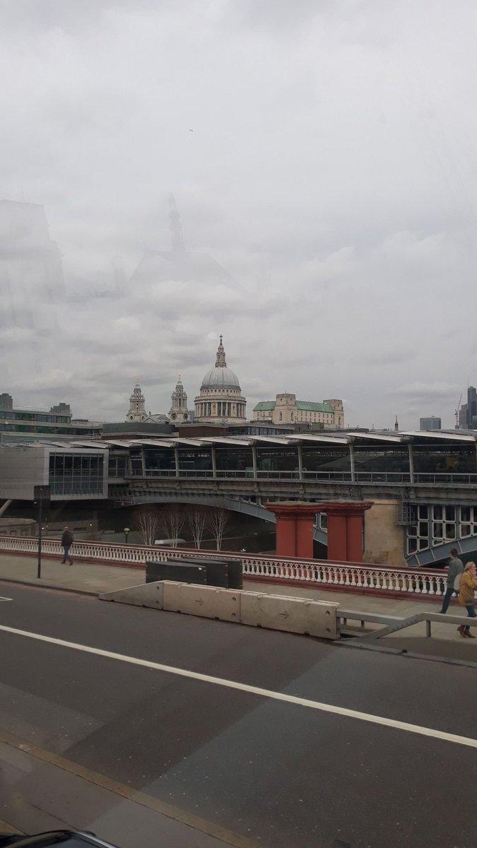 Tô vendo Enola Holmes e várias das cenas de Londres aparece a St. Paul's Cathedral Saudade dessa lindeza 🥺 https://t.co/Yq2eUXjZtR