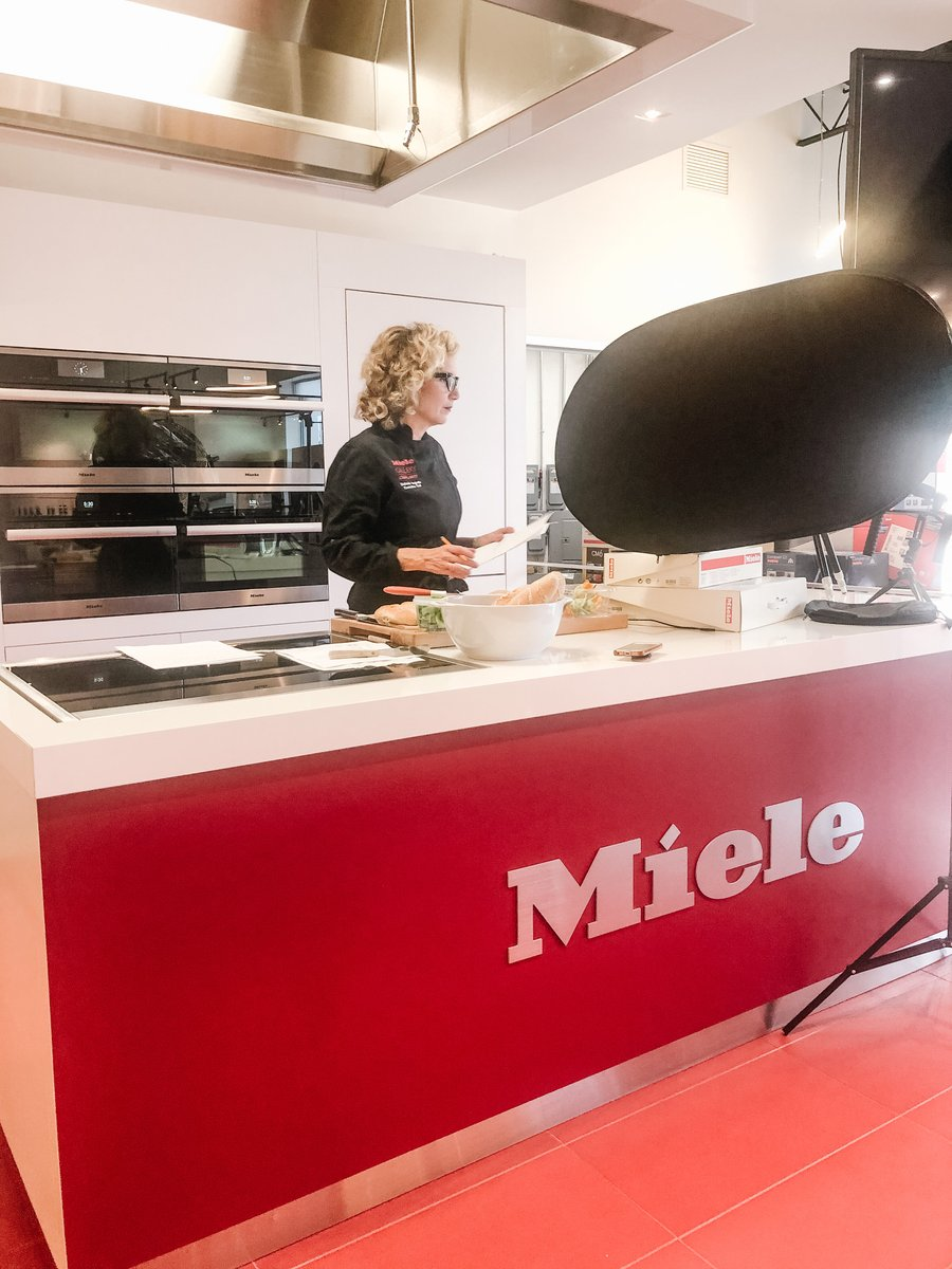 Congrats to @Italchambers and Michelin Star ChefClaudio Sadler for hosting such a great event last night! We were excited for Caplan's Executive Chef Deborah to be a part of the fun. Gracie!  #Caplans #MieleGalleryCaplans #virtualcookingclass #zoomcooking#event #italian https://t.co/yQhQQlGfvy
