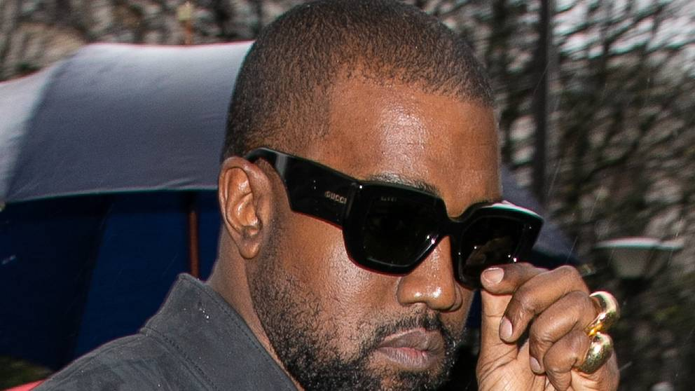 Kanye West promises to return his 50% share of all G.O.O.D. music artists' masters  https://t.co/cMkDjXGdfG https://t.co/UlLP51YOeX